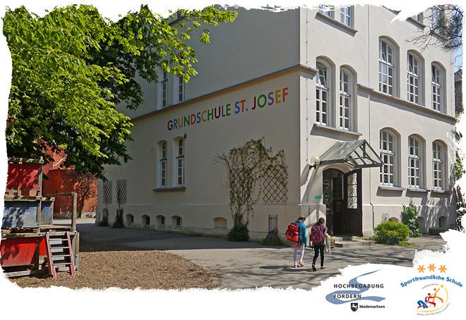 Schulgebäude und Schulhof der Grundschule St. Josef